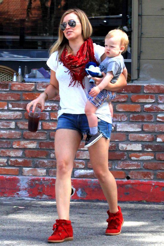 Hilary Duff w szortach już bez kompleksów (FOTO)