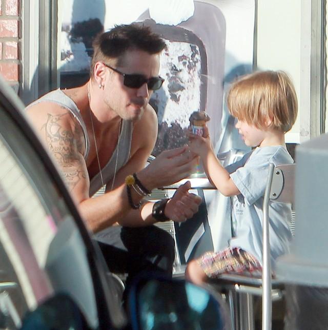 Przyk�adny tatu� Colin Farrell zabra� Henry'ego na lody FOTO
