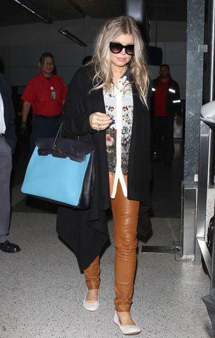 Ciężarna Fergie na lotnisku (FOTO)