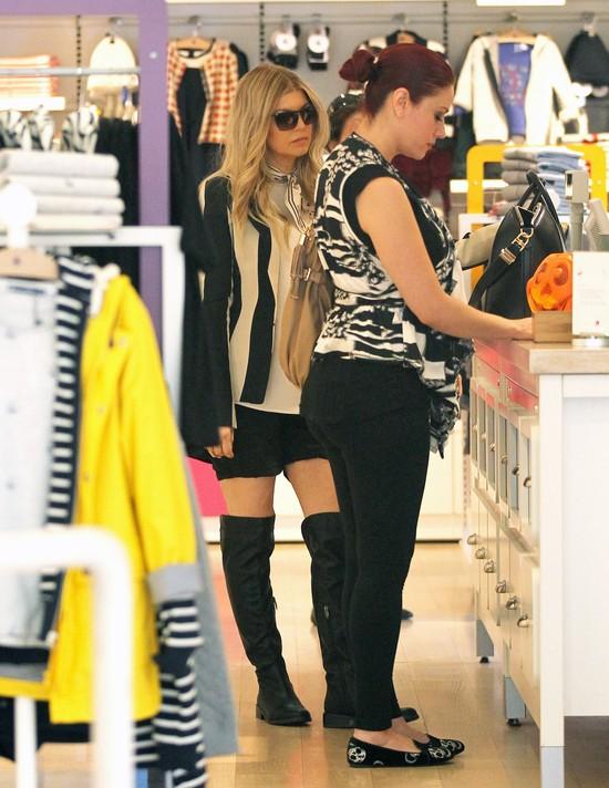 Świeżo upieczona mama Fergie na zakupach dla synka (FOTO)