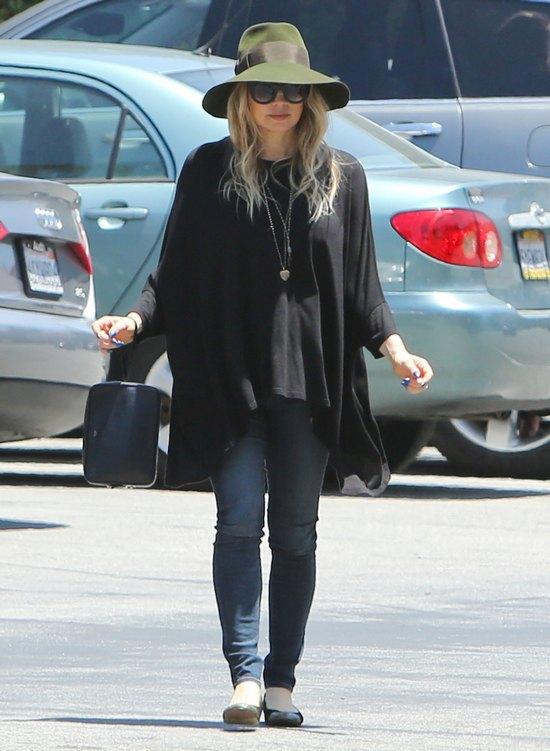 Fergie w drodze do Koscioła (FOTO)