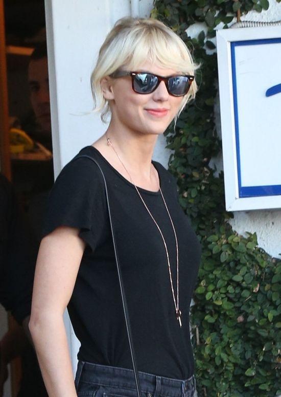 Taylor Swift pojawi�a si� na �lubie swojego fana! Nie uwierzysz, co za�piewa�a