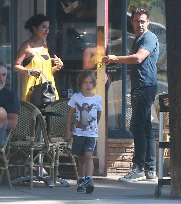 Colin Farrell z Henrym Tadeuszem na rodzinnym spacerze (FOTO