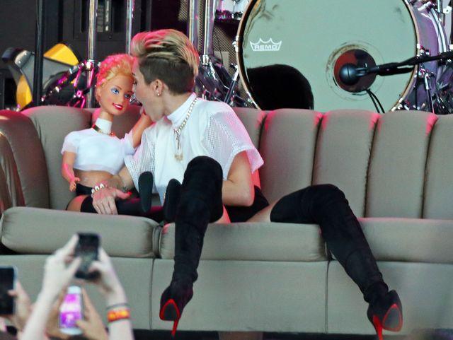 Miley Cyrus chce być drugą Rihanną? (FOTO)