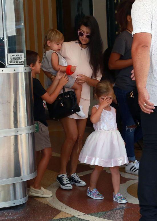 Trójka dzieci? Dla Kourtney Kardashian to żaden problem, aby wygladać świetnie