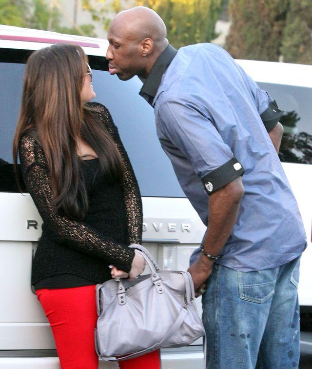 Khloe Kardashian błaga Lamara Odoma o...