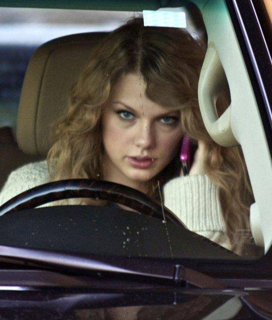 SZOK! Taylor Swift wyrzucała listy od fanów