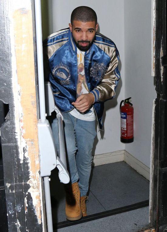 Rihanna i Drake pogr��eni w �a�obie po �mierci ukochanej fanki!