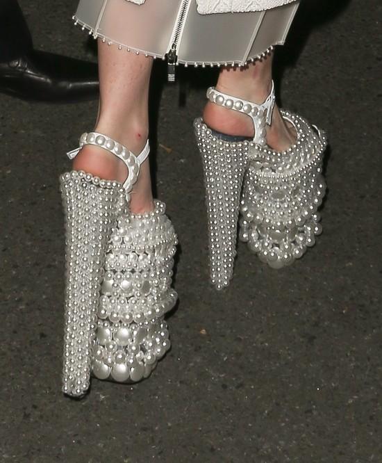 Brzydkie buty i równie brzydkie paznokcie (FOTO)