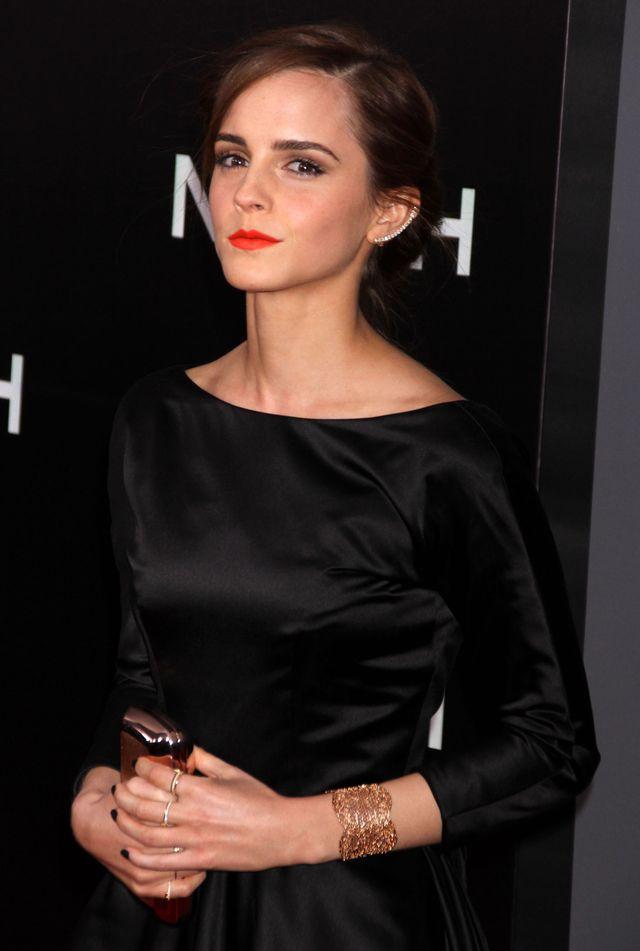 Emma Watson w pieknej sukni z trenem i dekoltem na plecach