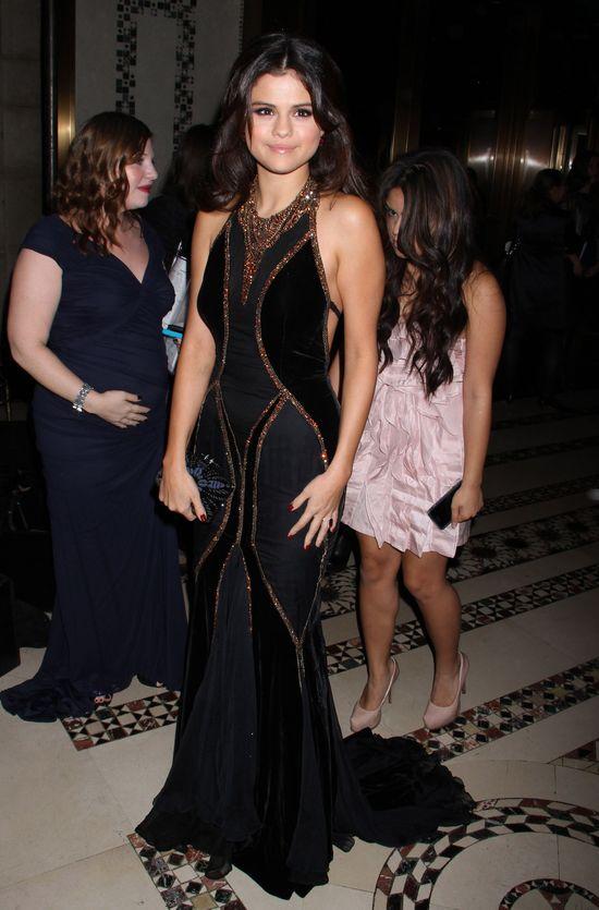 Twarz Seleny Gomez nie zdradza zawirowań w miłości (FOTO)