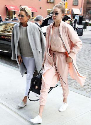 Ta fotka was rozczuli! Yolanda Hadid pokazała zdjęcie Gigi i Belli z dzieciństwa