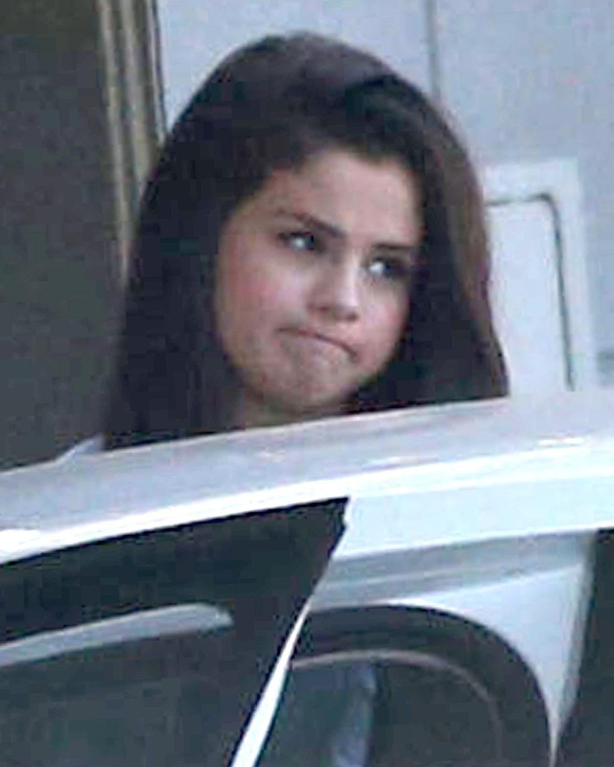 Selena Gomez wybrała się na zakupy (FOTO)
