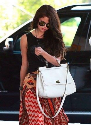 Selena Gomez ma kłopoty z tankowaniem auta (VIDEO)