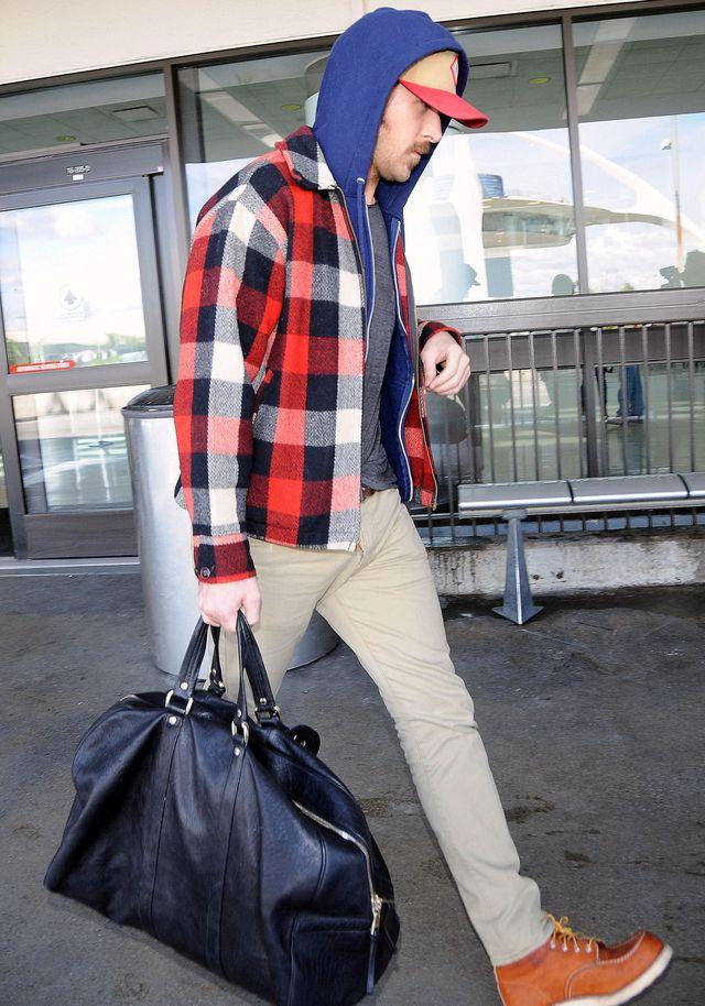 Niewyspany? Świeżo upieczony tatuś na lotnisku! (FOTO)