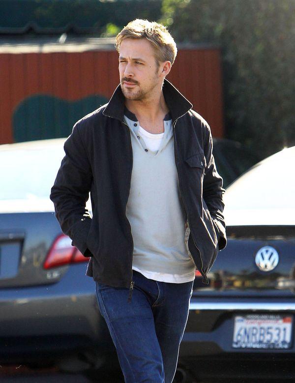 Goslingowi jego mięśnie kojarzą się z...