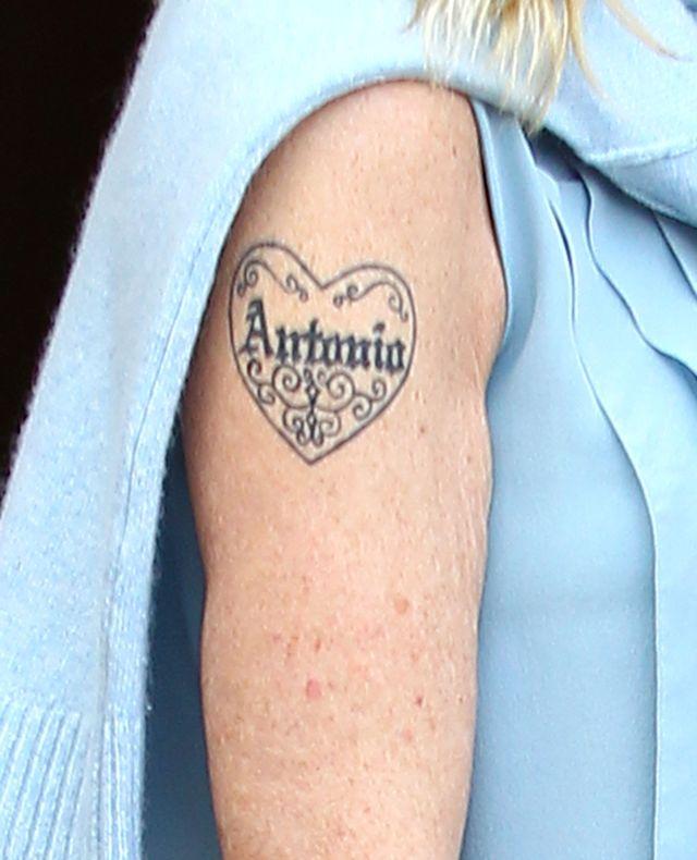 Co zrobi z niechcianym tatuażem?