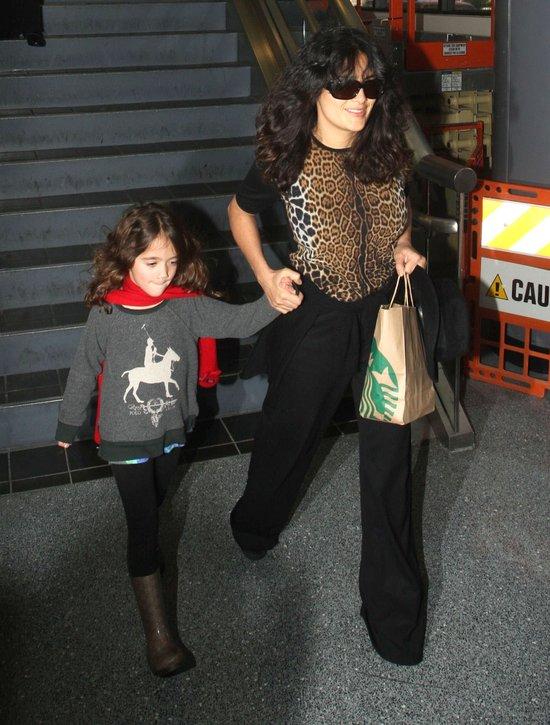 Córeczka Salmy Hayek to już duża dziewczynka (FOTO)