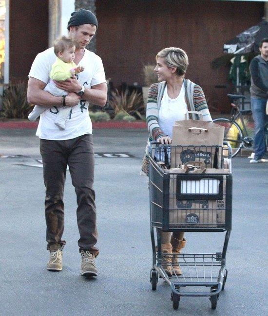 Chris Hemsworth najseksowniejszym tatuśkiem? (FOTO)