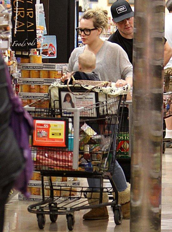 Hilary Duff - zapracowana mama (FOTO)