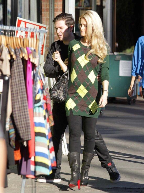 Holly Madison sobotę spędzała na zakupach (FOTO)
