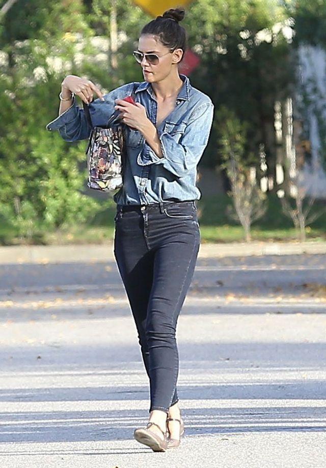 Katie Holmes skończyła eksperymentować z modą? (FOTO)