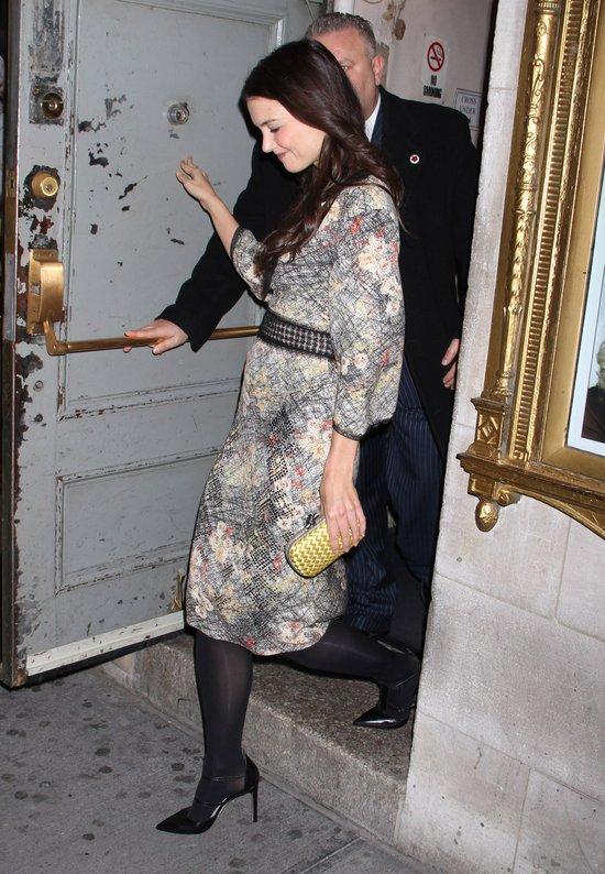 Katie Holmes zadowolona po imprezie (FOTO)
