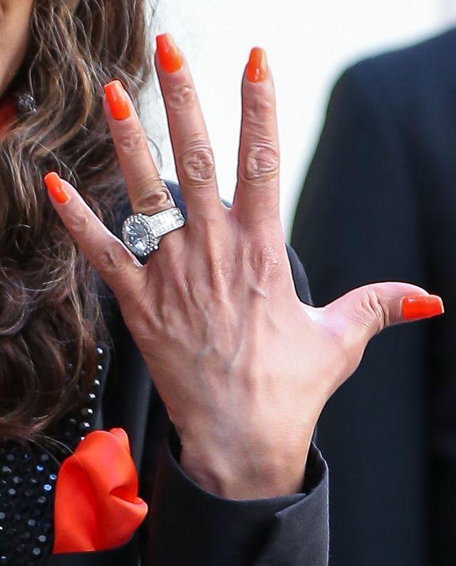 GIGANTYCZNY pierścionek zaręczynowy La Toi Jackson (FOTO)