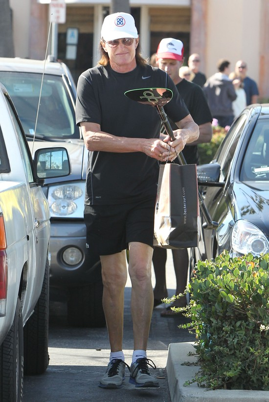 Bruce Jenner nosi długie, zadbane paznokcie (FOTO)