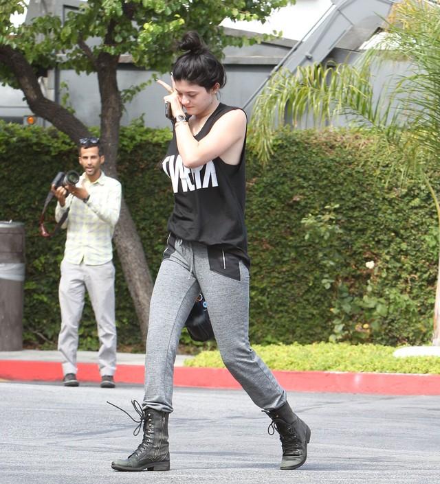 Kylie Jenner wstydzi si� pokaza� bez makija�u (FOTO)