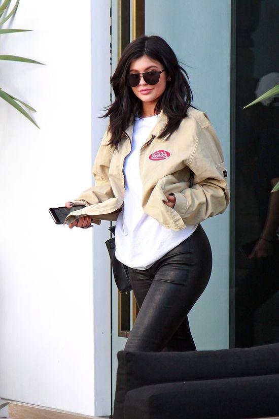 Kylie Jenner jeszcze NIE WIDZIELIŚCIE w tak KOLOROWEJ fryzurze! (FOTO)