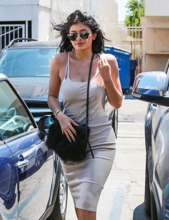Kylie i Kendall Jenner jadą na lunch (FOTO)