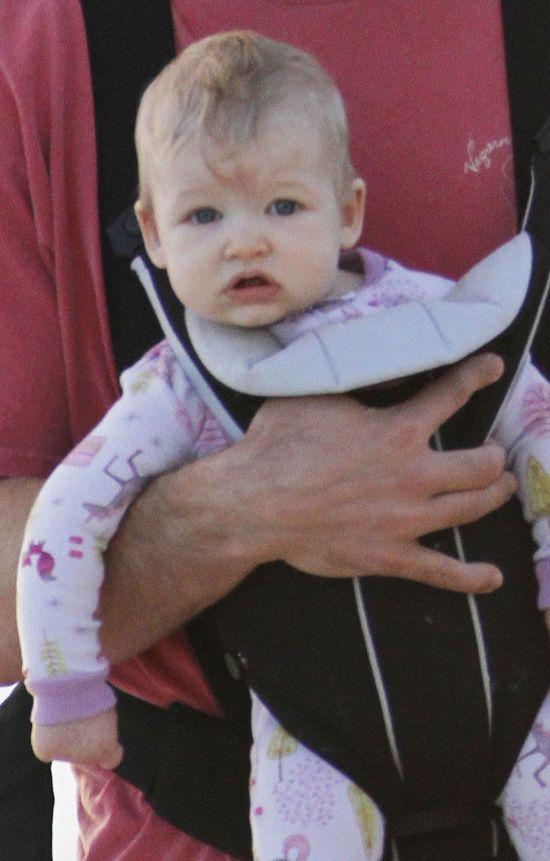 Narzeczony Jessiki Simpson na spacerze z córeczką (FOTO)