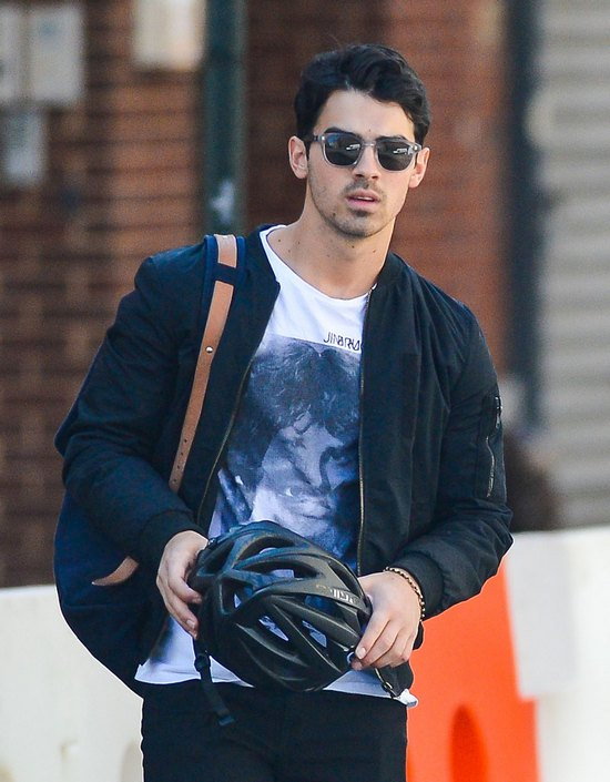 Joe Jonas chwali się swoją nową dziewczyną (FOTO)