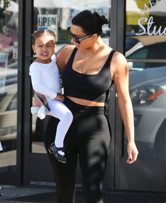 Kim Kardashian znów jest brunetką (FOTO)