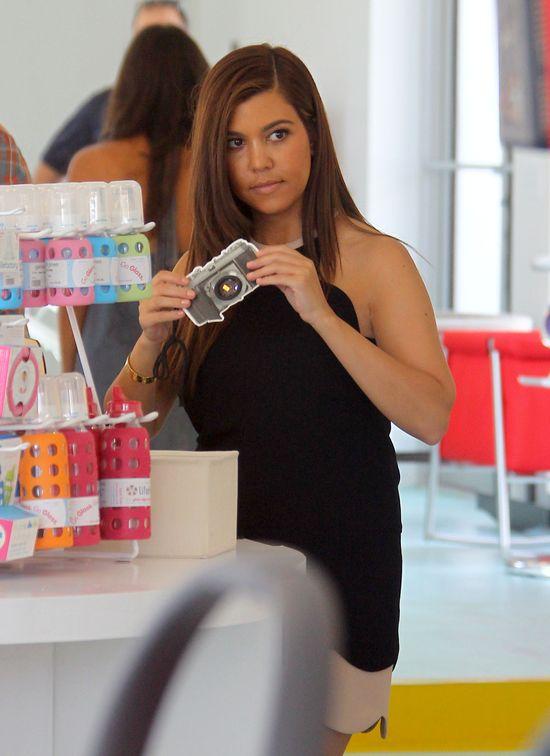 Kourtney Kardashian kupuje Masonowi zabawki (FOTO)