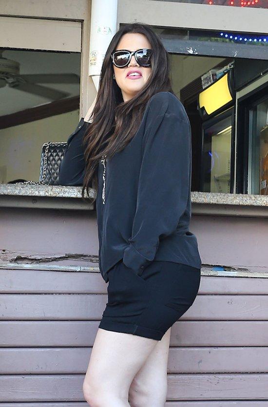 Mlecznobiała cera Khloe i śniada Kim Kardashian (FOTO)