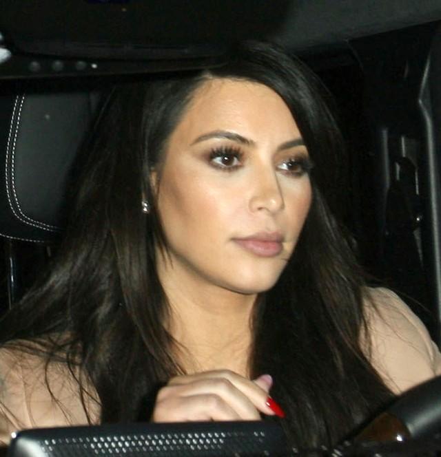 Kim Kardashian na kolacji z koleżanką (FOTO)