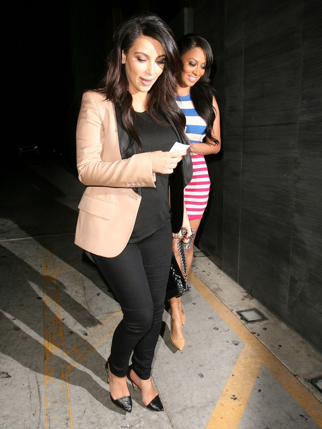 Kim Kardashian na kolacji z kole�ank� (FOTO)