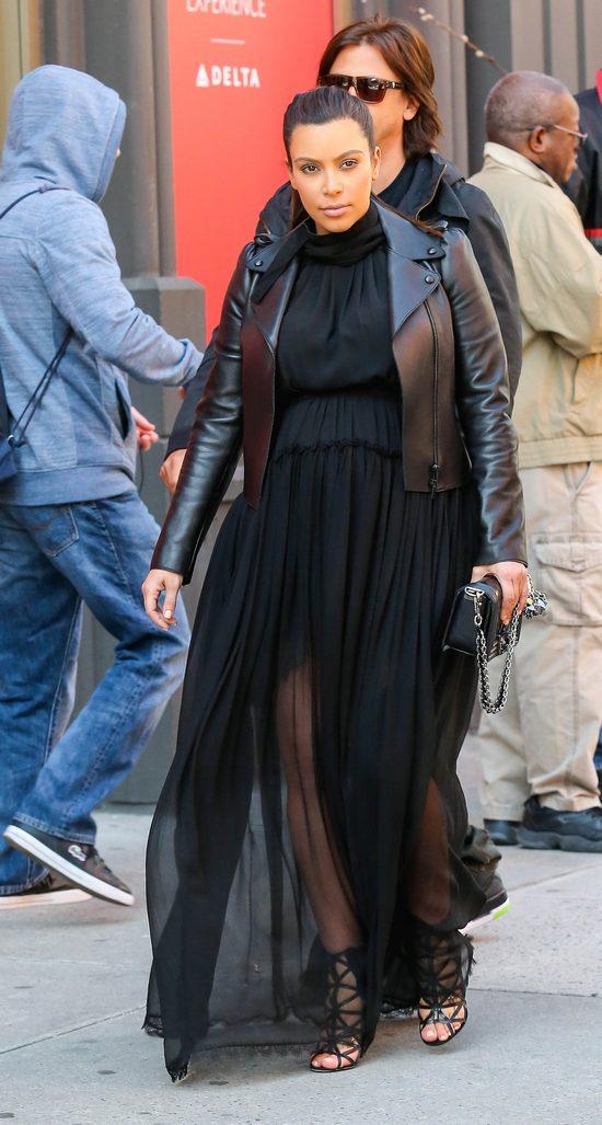 Kim Kardashian w szpilkach do 12 miesiąca ciąży? (FOTO)
