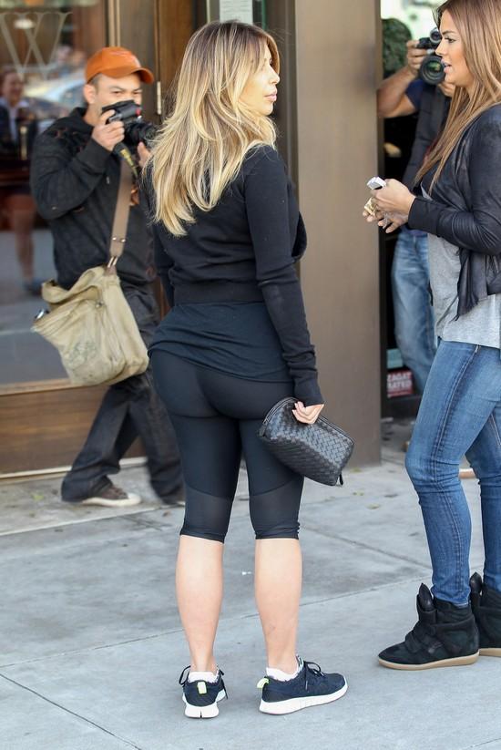 Szok? Kim Kardashian poszła do restauracji w dresie (FOTO)