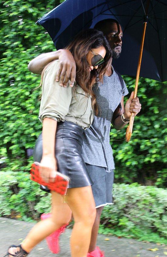 Kardashianka łapie chłopaka za pupę (FOTO)
