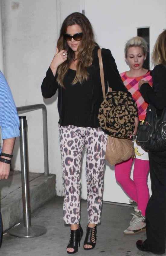 Khloe i Kourtney na lotnisku te� trzymaj� fason (FOTO)