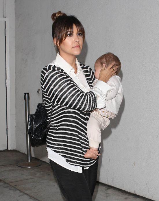 Khloe i Kourtney na lotnisku też trzymają fason (FOTO)