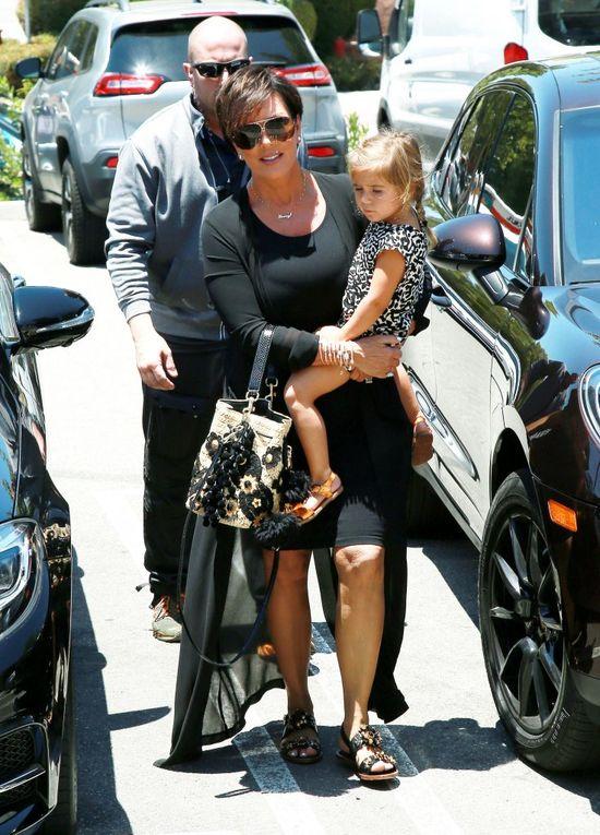 Kris Jenner znowu mówi o powrocie do nazwiska Kardashian! Co na to jej córki?