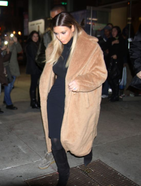 Kim Kardashian wpada ze skrajności w skrajność (FOTO)