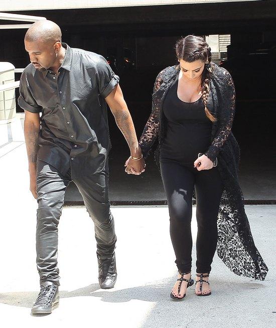 Kanye West uderzył głową w znak (FOTO)