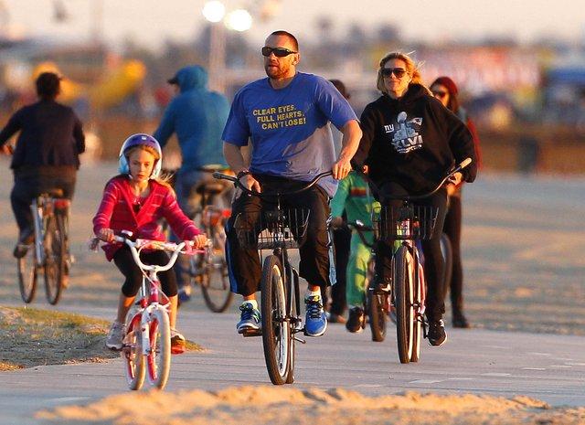 Klum z rodziną na rowerach (FOTO)