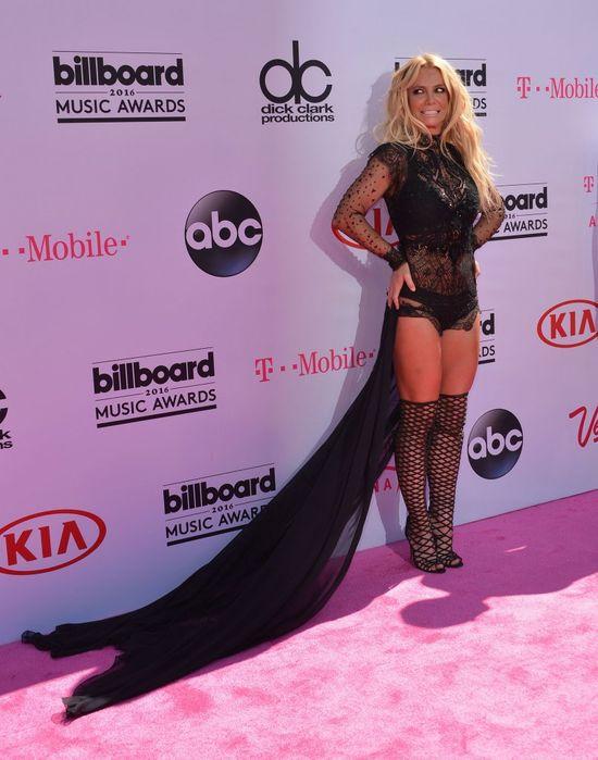 Britney Spears pochwaliła się swoją sylwetką w skąpym bikini! (VIDEO)