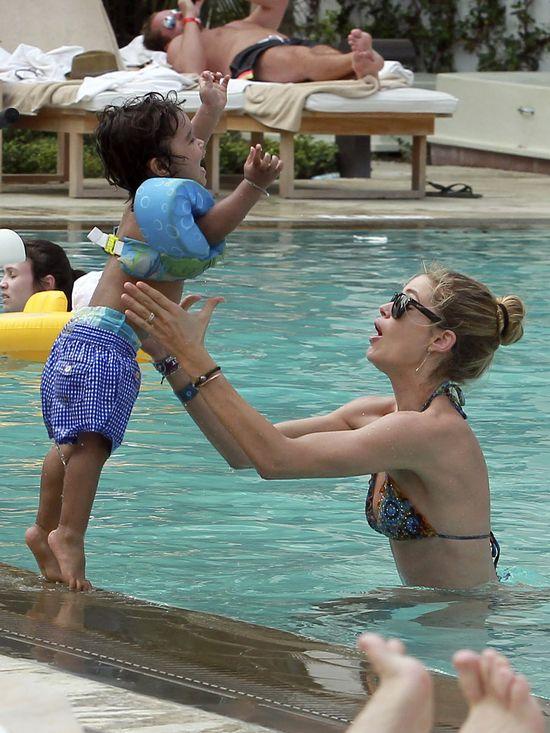 Syn Doutzen Kroes pomaga jej utrzymać formę (FOTO)